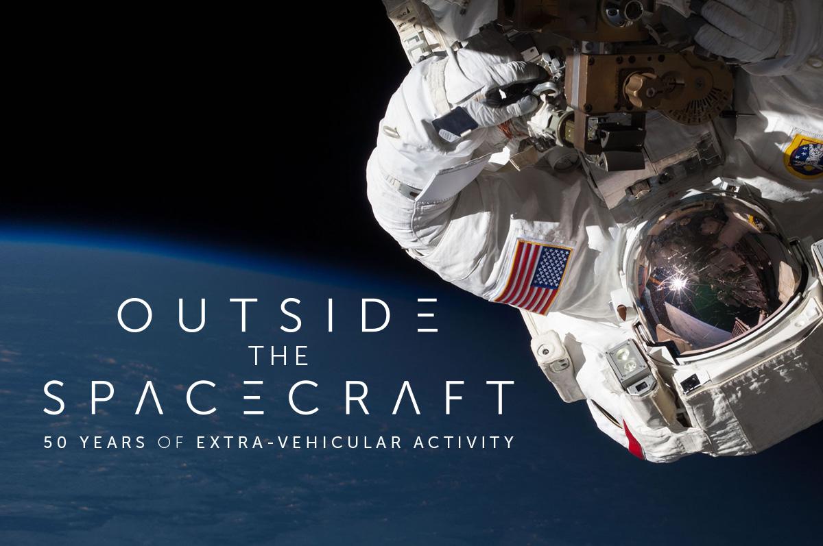 astronaut in the spacecraft - photo #37