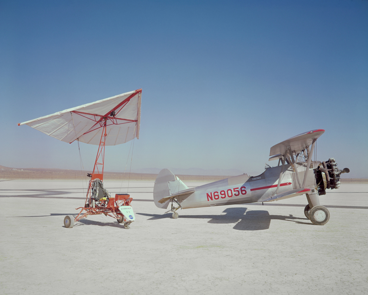 Parasev 1A and Stearman Tow Plane