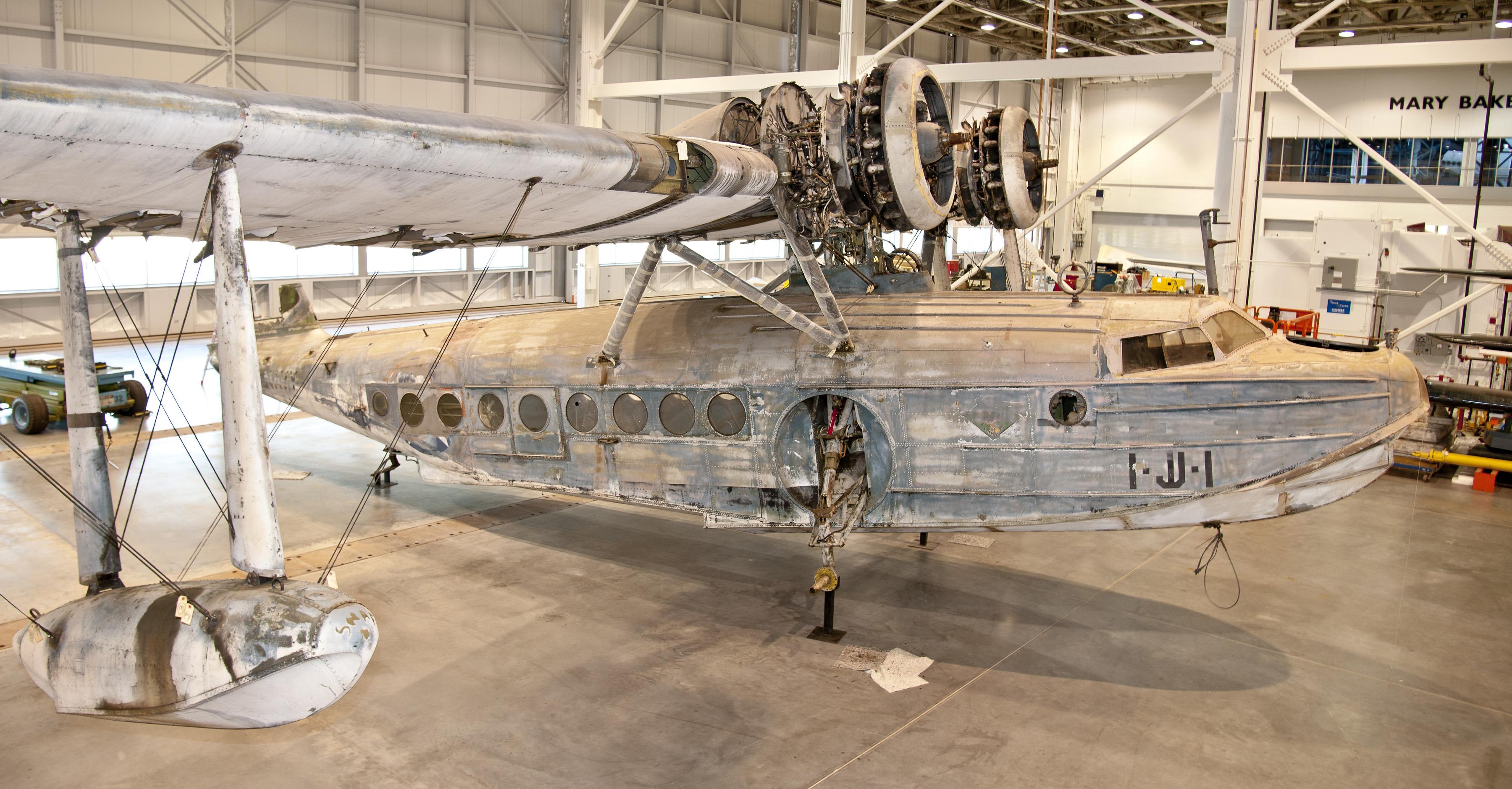 Sikorsky JRS-1 Assembly - Floats