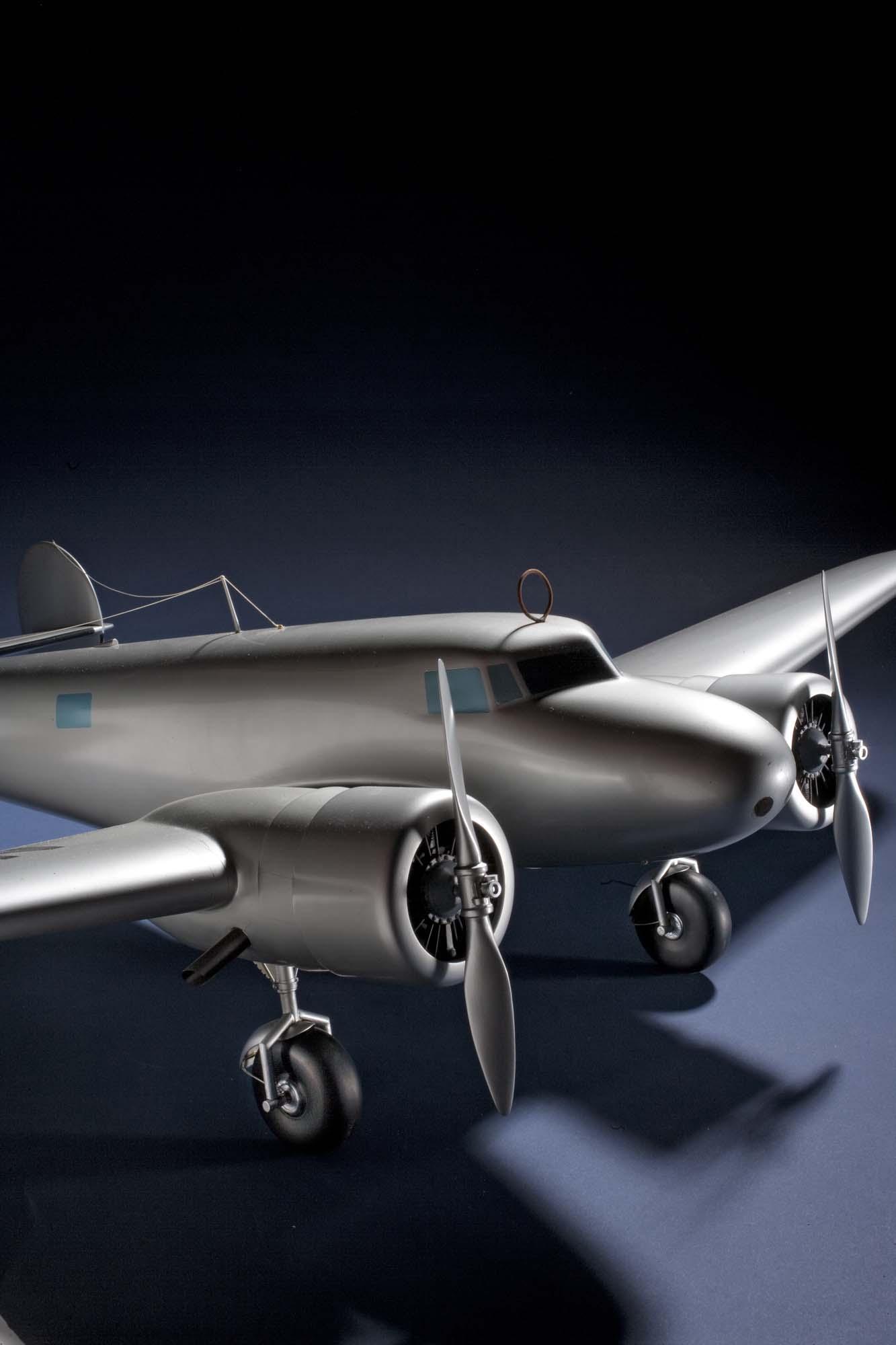 Lockheed 10-E Electra, 1:16 scale