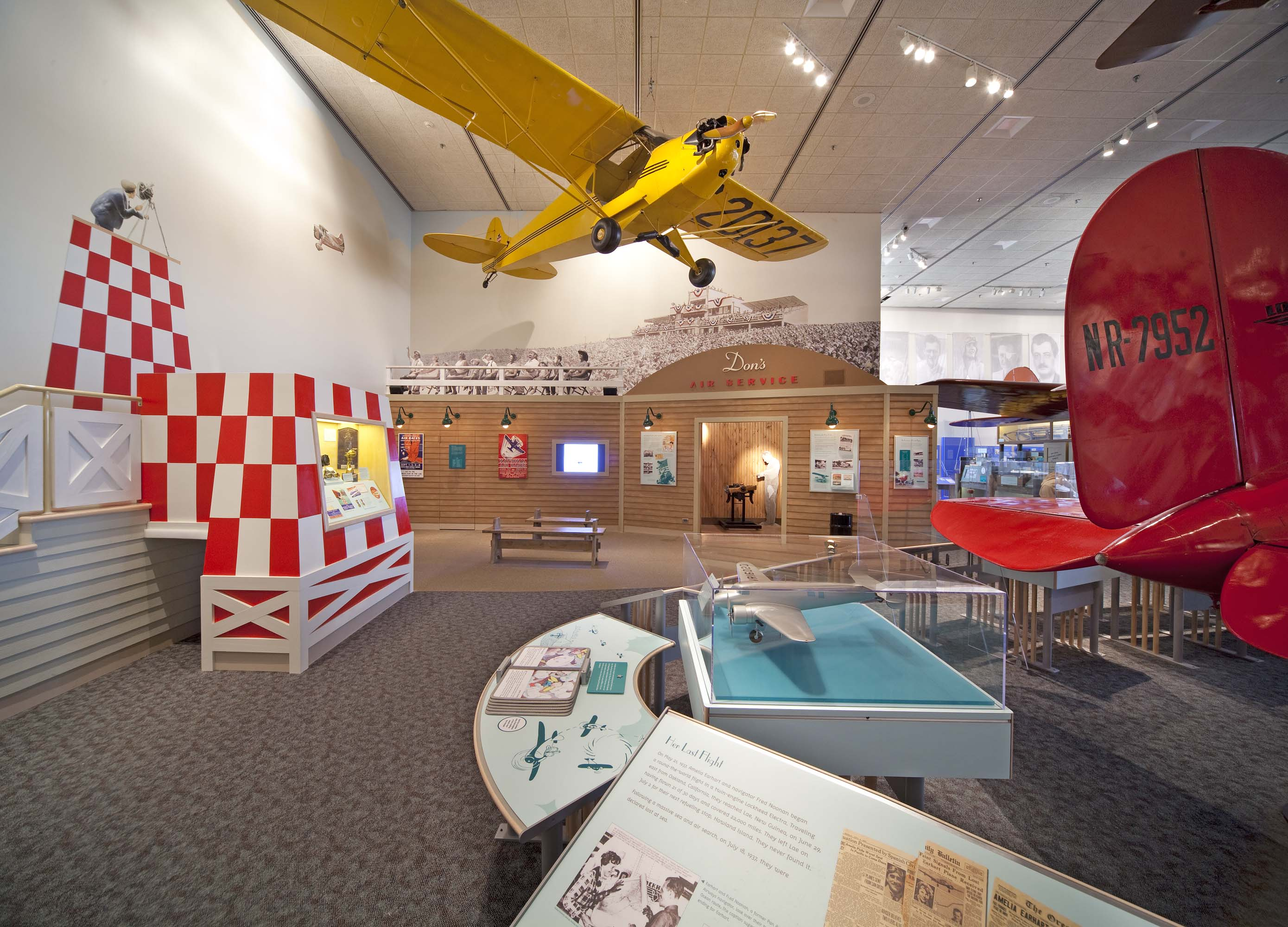 Barron Hilton Pioneers of Flight Gallery - Don's Air Service