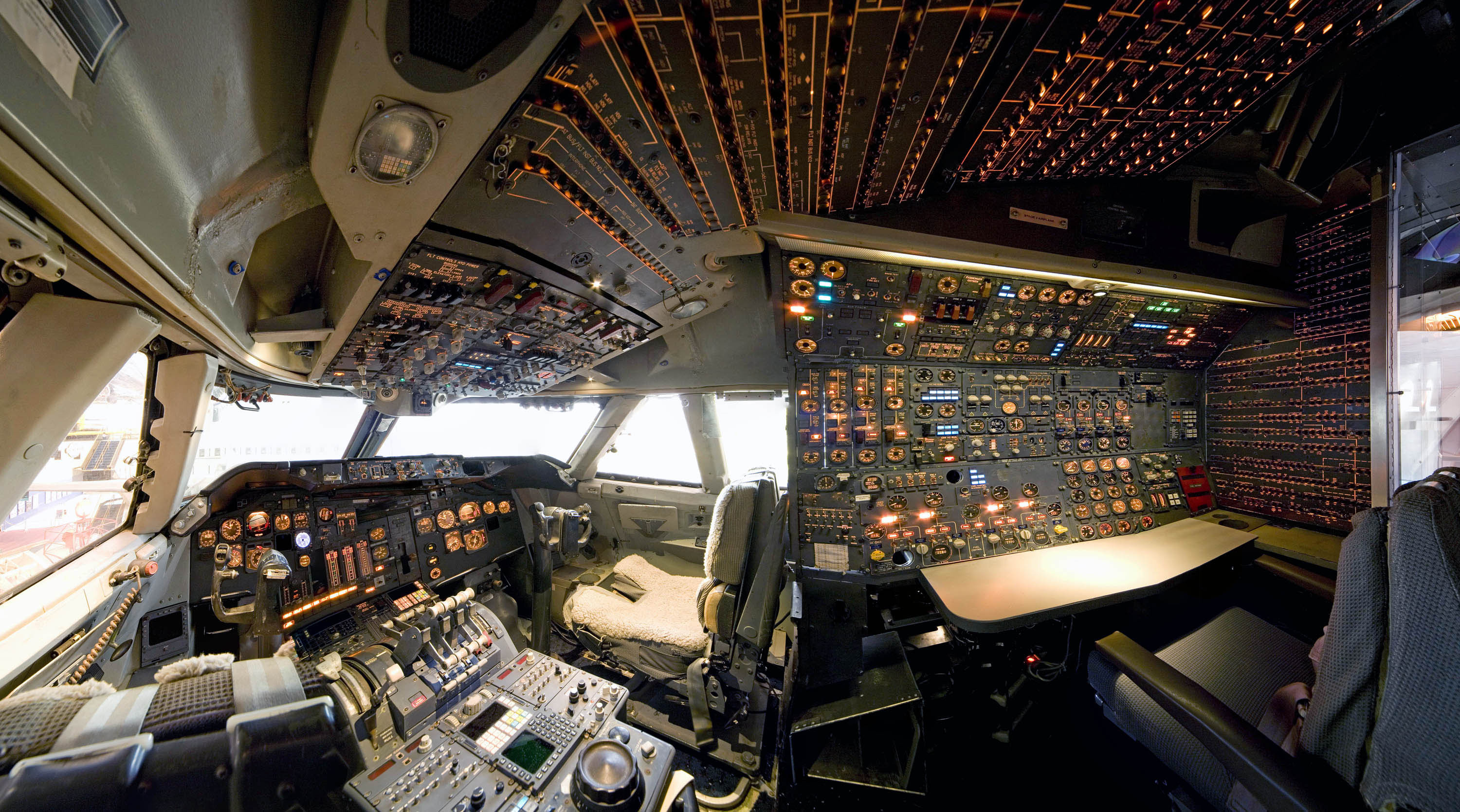 Boeing 747 cockpit in america by air for Interieur 747 cargo