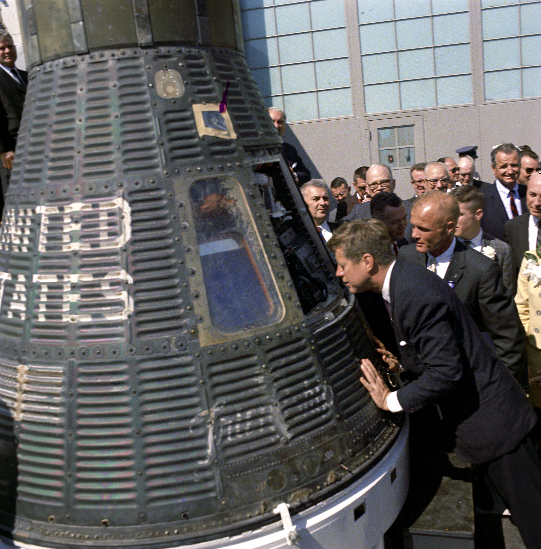 President Kennedy and John Glenn inspect Friendship 7.