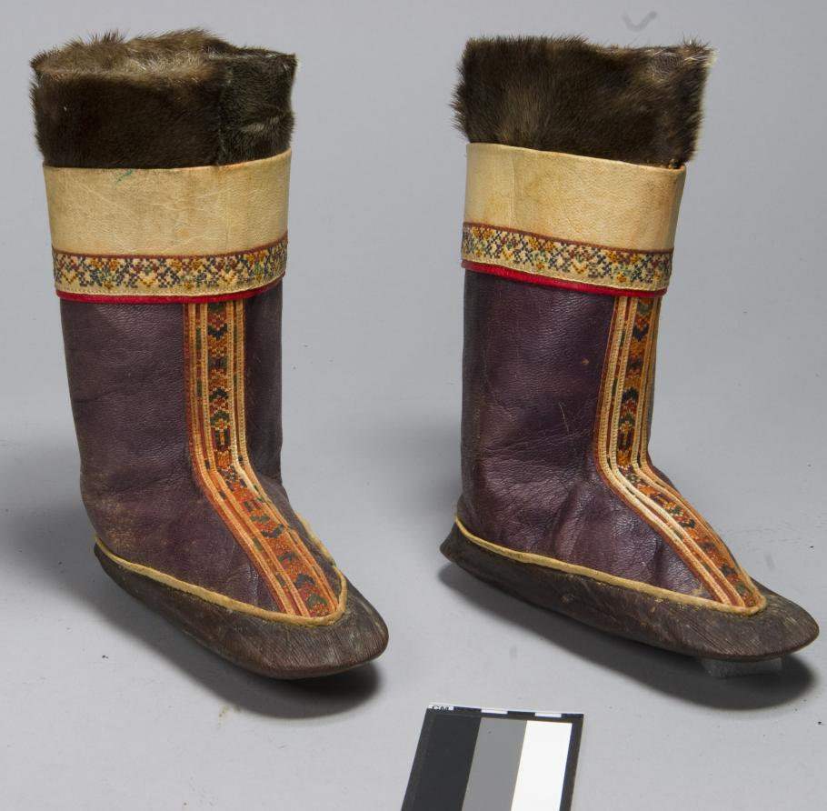 Anne Lindbergh's pair of kamiks