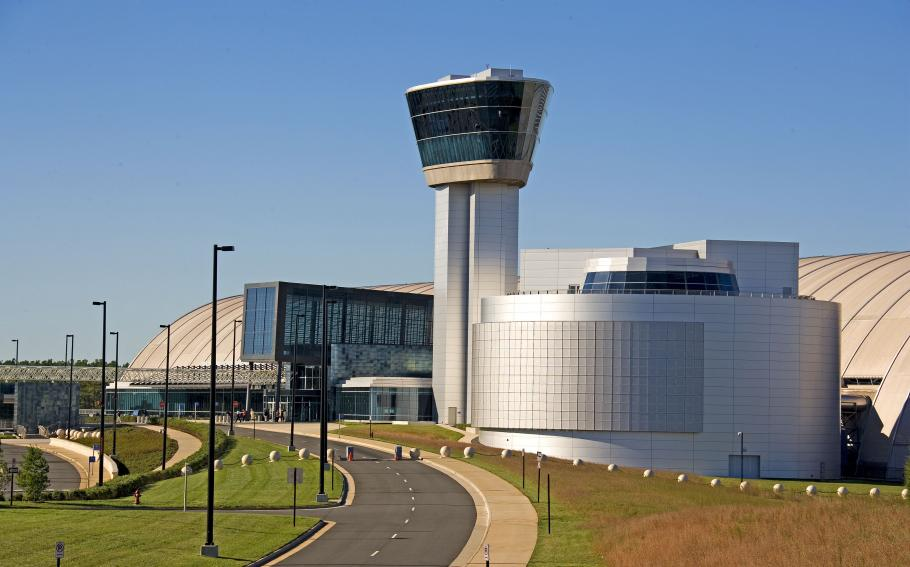 Southwesterly View of Udvar-Hazy Center