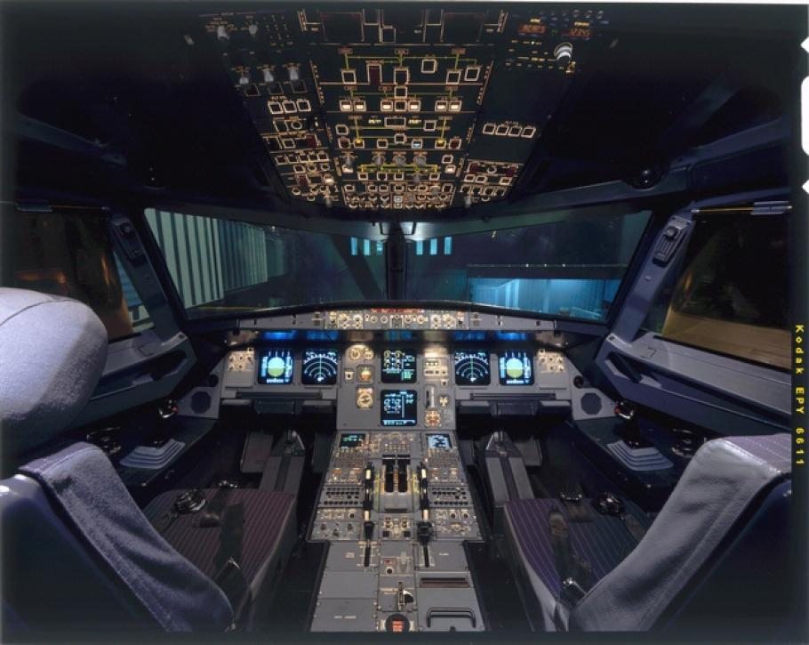 Airbus A320 Cockpit on exhibit in America by Air