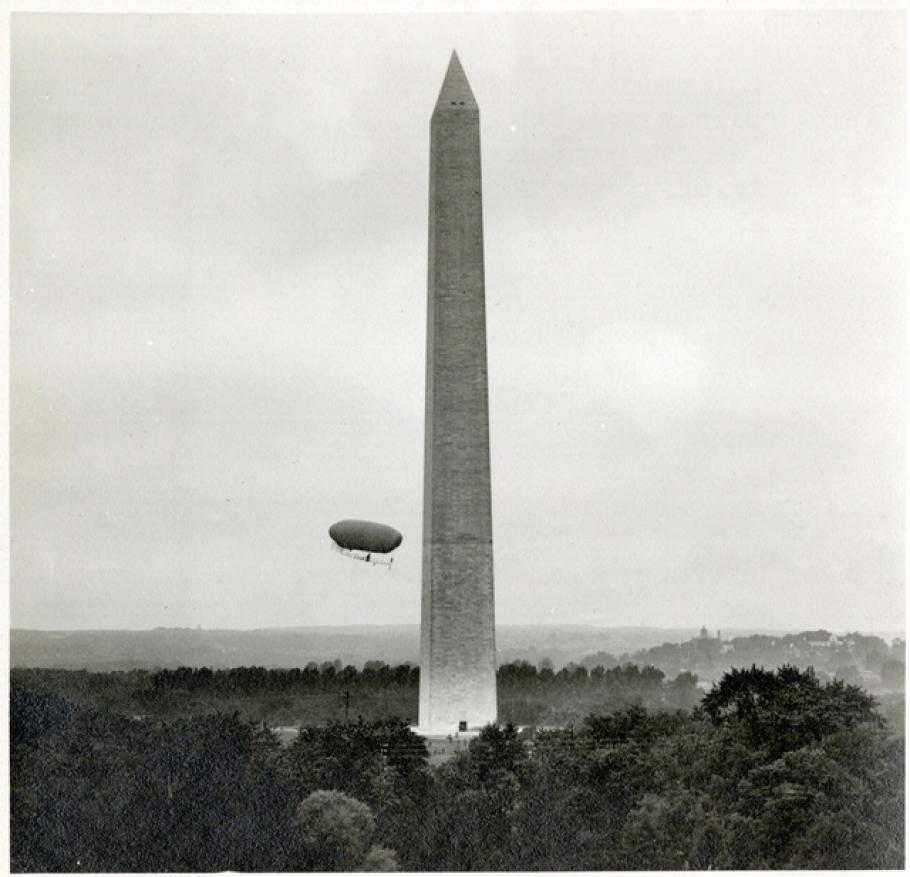 Lincoln Beachey Circles the Washington Monument