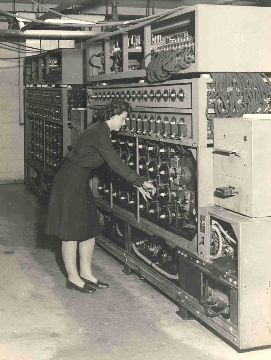 WAVES (Women Accepted for Volunteer Emergency Service) built and operated the U.S. Navy Cryptanalytic Bombe from 1943 to the end of World War II to solve the German 4-rotor Enigma