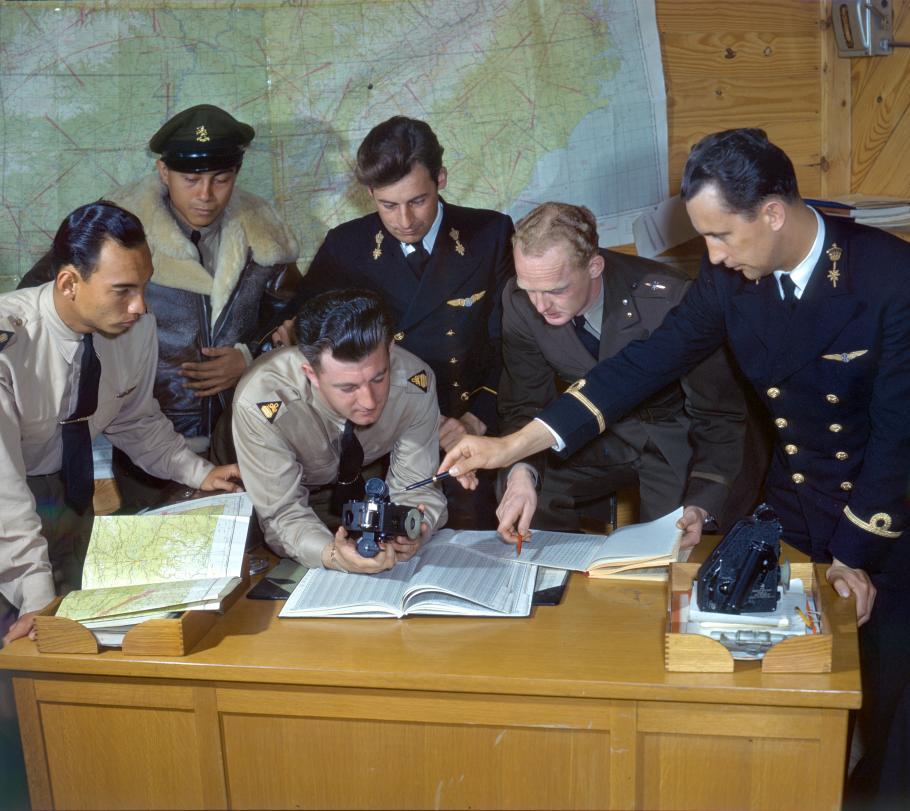 Brazilian naval and army aviators learn how to use an aeronautical sextant