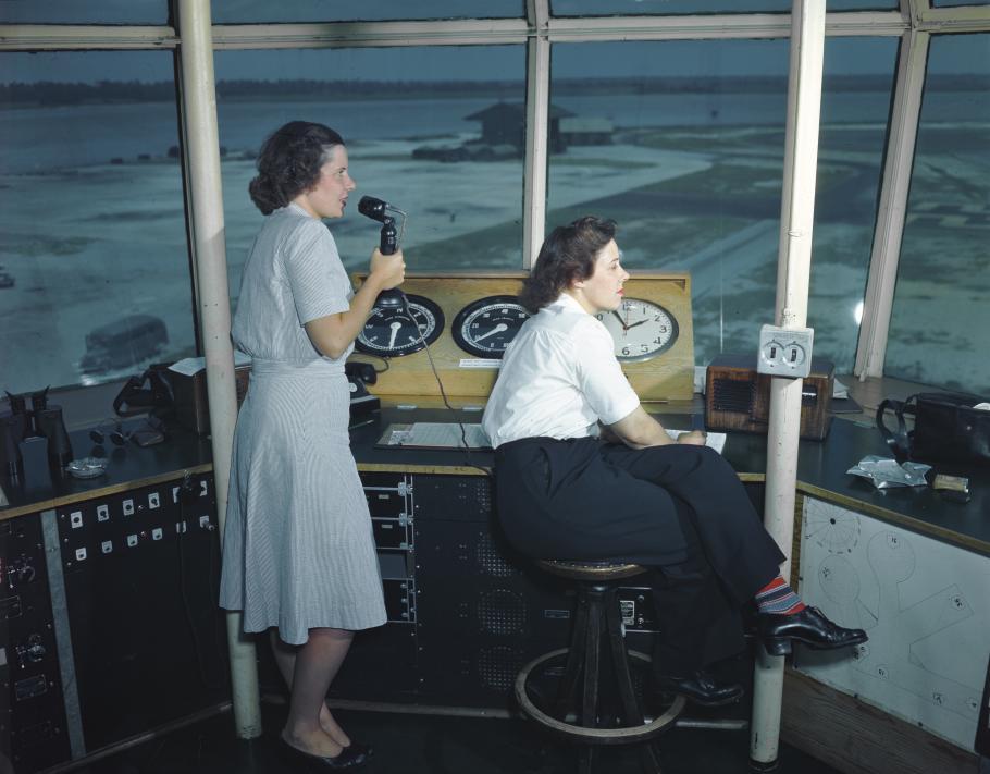 WAVES operate Hawaiian Naval Air Station control tower
