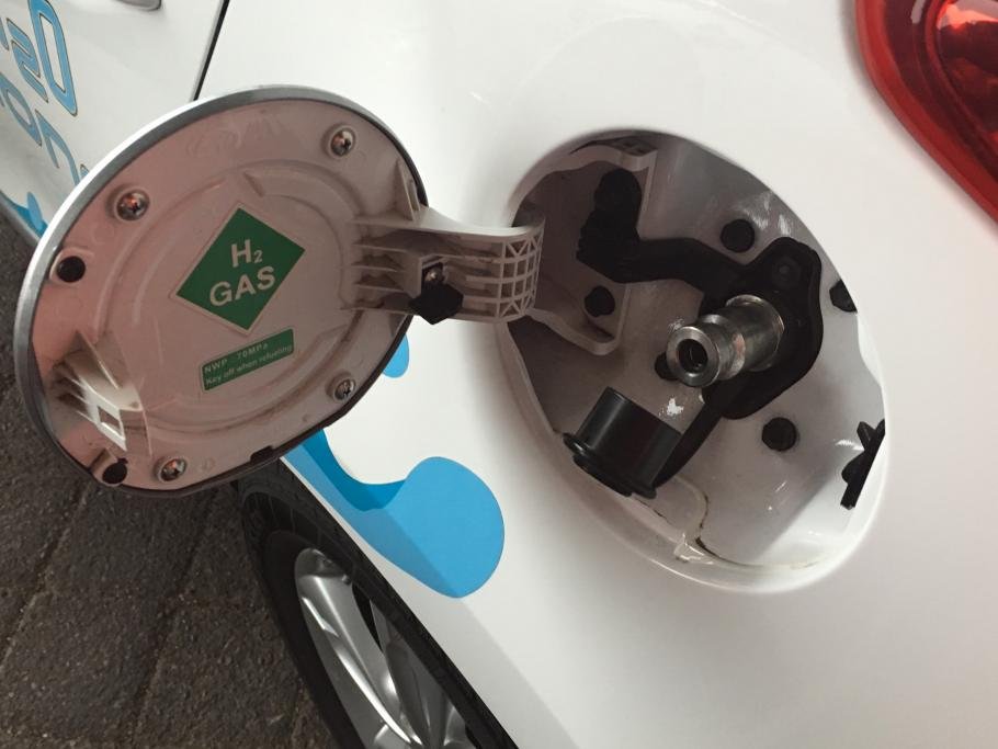 A photo of refueling a hydrogen fuel cell car, with H2 on the gas cap.