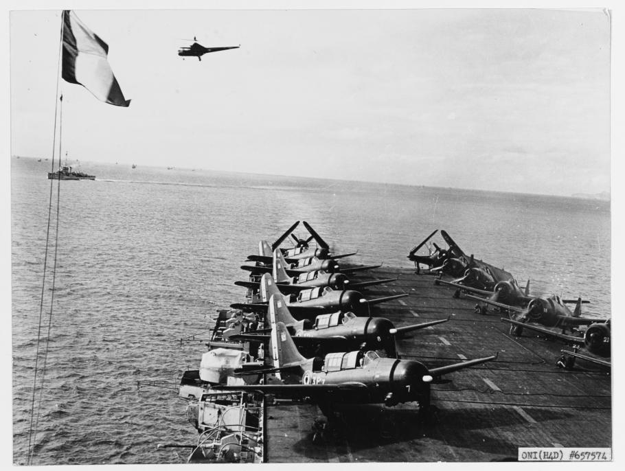Helldivers of the Aeronavale aboard the French carrier Arromanches