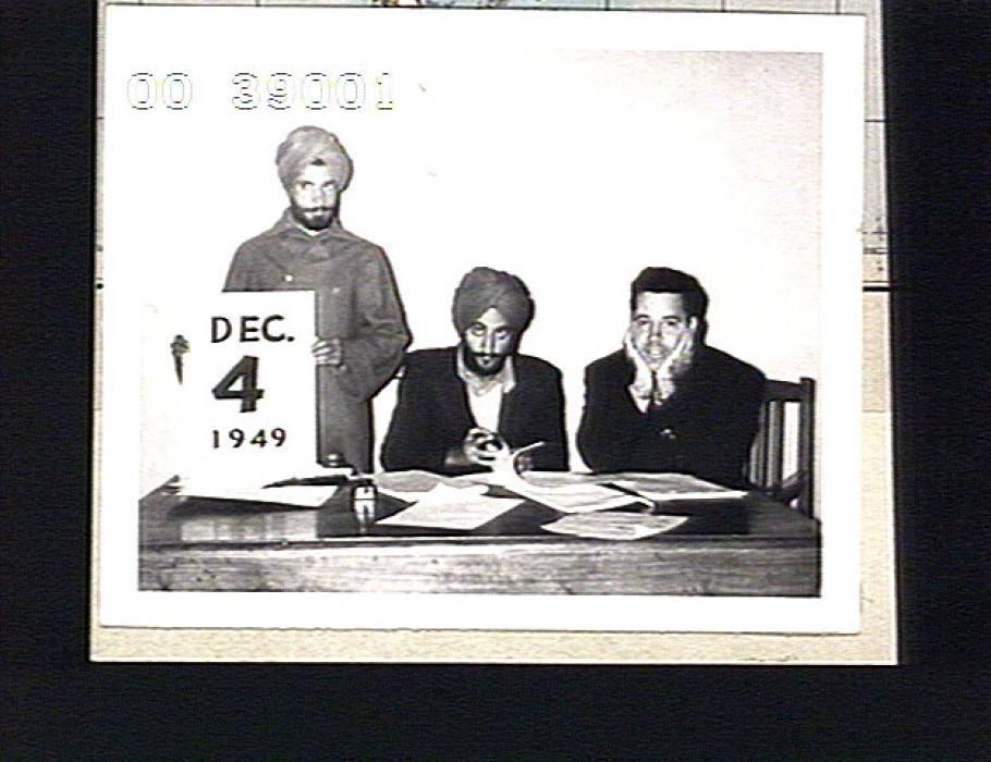 videodisc image capture Lanphier with two men in Delhi