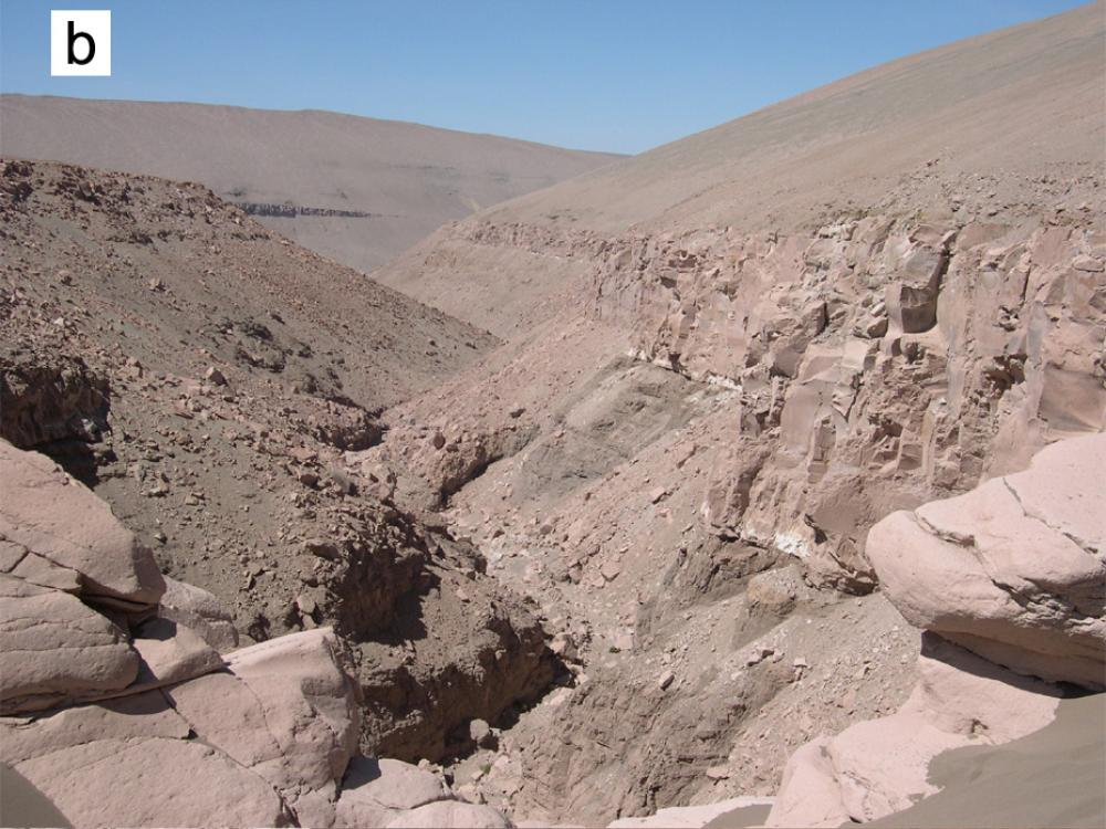 Theater-Headed Valleys in Utah and Chile