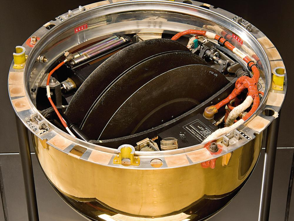 Image of Discoverer XIII film return capsule