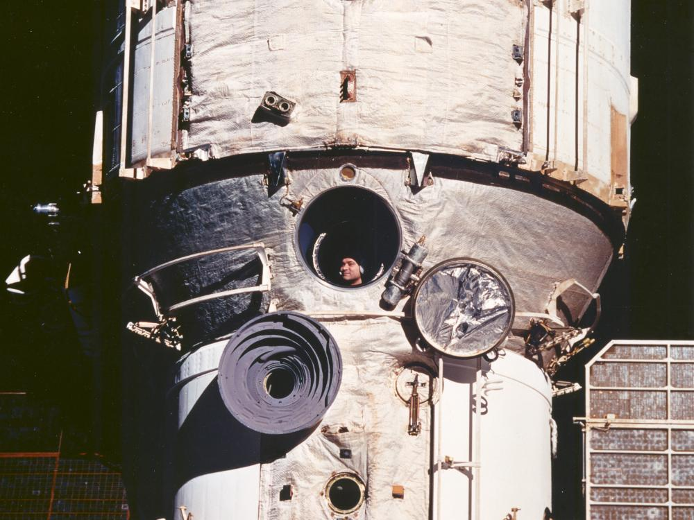 Mir Cosmonaut Views Discovery