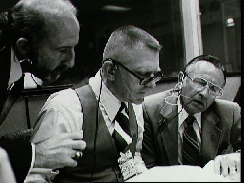 Gene Kranz and Chris Kraft at console