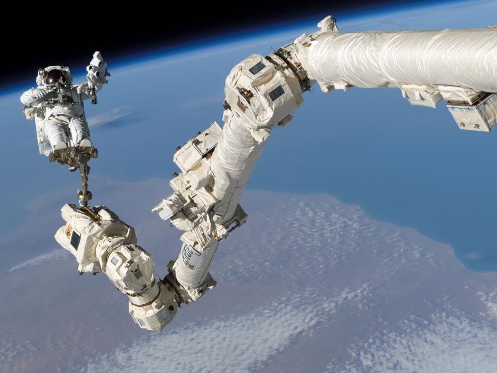 Using the Canadarm2