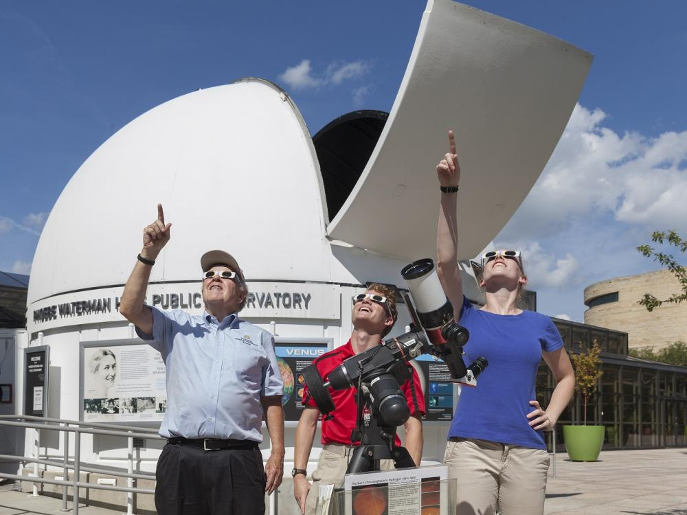 Observing a solar eclipse safely
