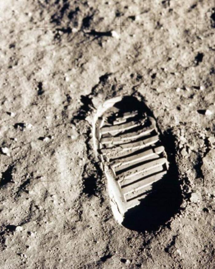 astronauts boot print on the moon