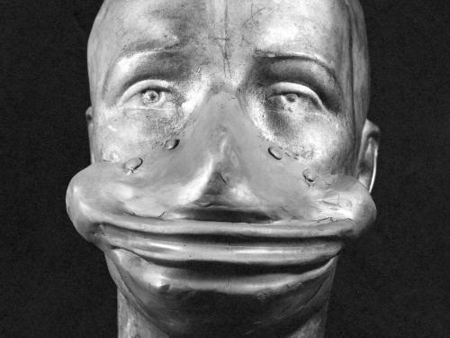 Image of an experimental oxygen mask