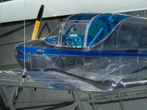 Cockpit and propellers of a aircraft. The cockpit has windows that are blue tinted.