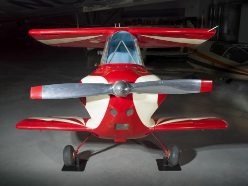 Nose of a red and white painted smallest man-carrying plane.