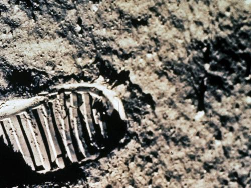 Image of a boot print on the Moon