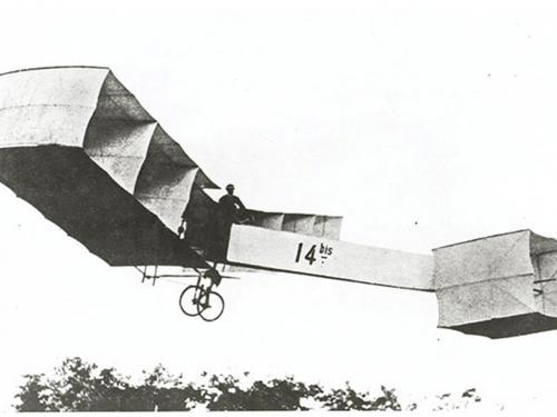 Santos-Dumont making the first public flight in Europe