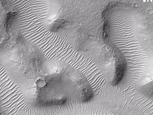 Traverse Aeolian Ridges on Mars