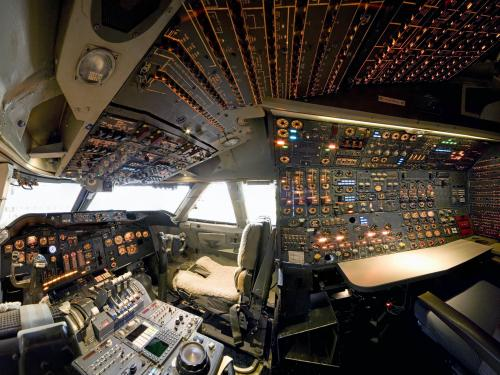 Boeing 747 Cockpit in America by Air