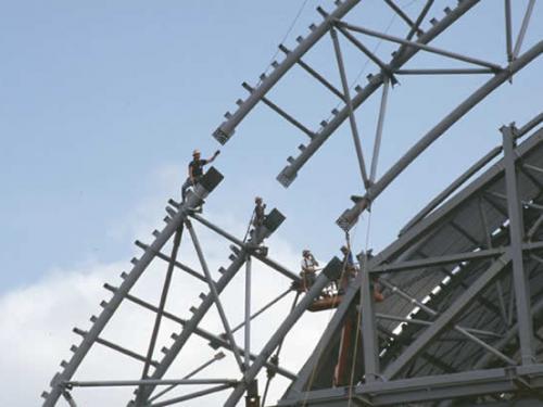 An Udvar-Hazy Center truss comes together