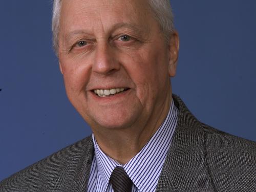 Dr. Robert Farquhar