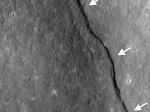 Picture of Gregory Scarp on the Moon with arrows
