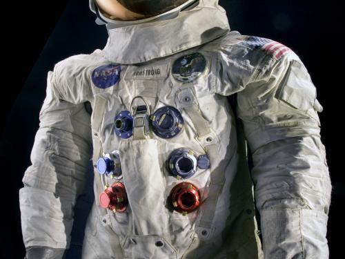 apollo 11 spacesuit weight - photo #15