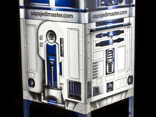 A photo of the R2-D2 mailbox.