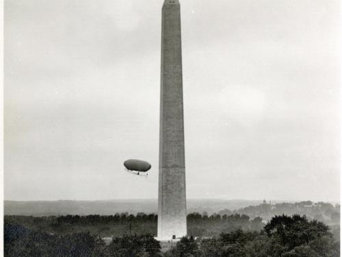 Lincoln Beachey Circles the Washington Monument