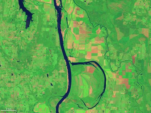 The letter B, found in an image of the Arkansas River and the Holla Bend Wildlife Refuge, captured by the Landsat 8 in 2014.