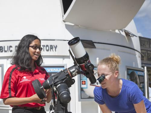 Observing the Sun with safe telescopes at the Public Observatory