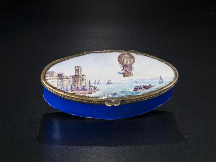 Patch box with ballooning scene on lid.