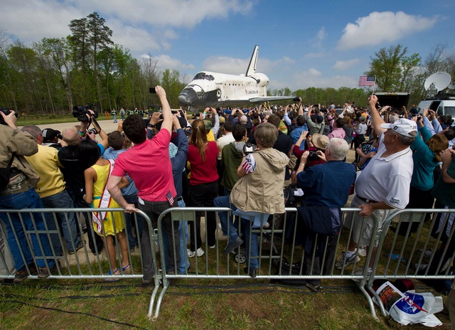 Space Shuttle Discovery Arrives at the Steven F. Udvar-Hazy Center