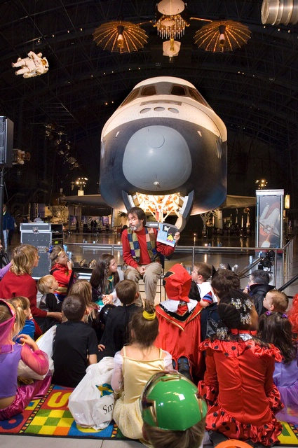 Story Time at Air & Scare at the Udvar-Hazy Center
