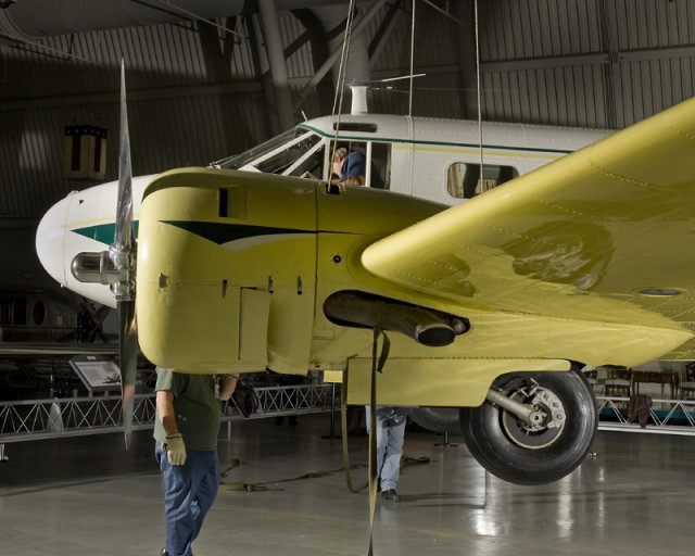 Installation of Beechcraft D18S at the Udvar-Hazy Center