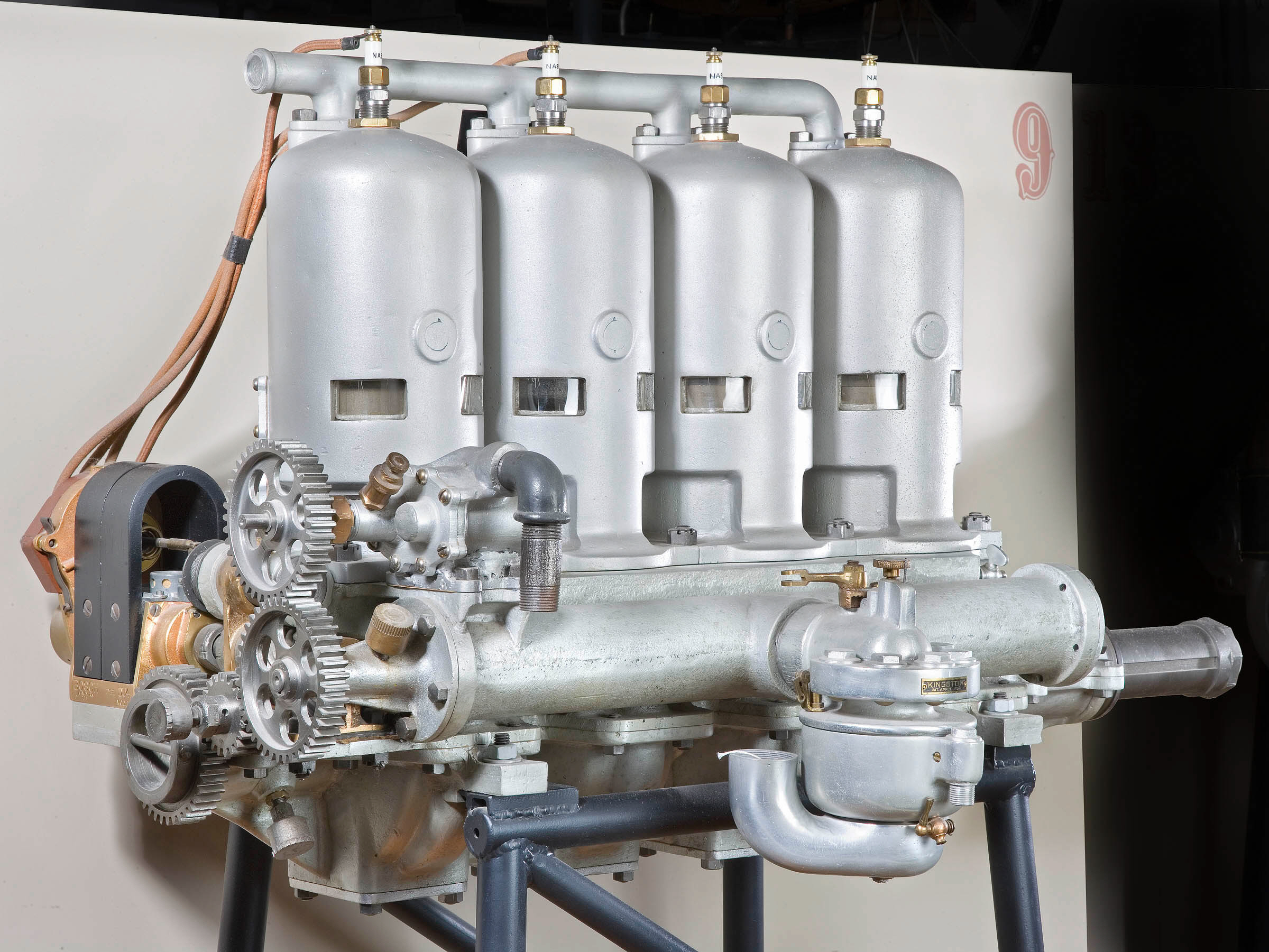 Image of : Roberts 4X, In-line 4 Engine