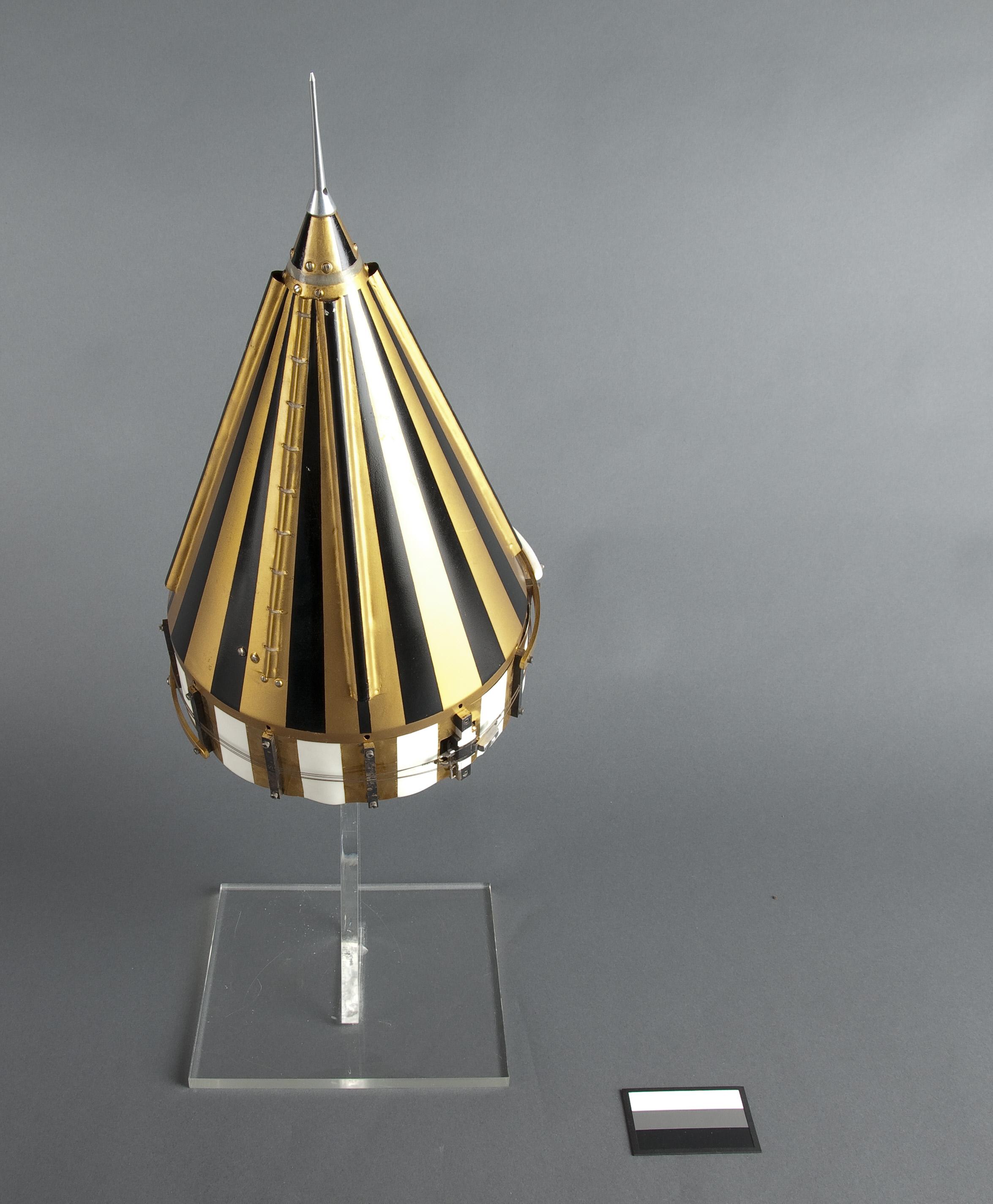 Image of : Satellite, Pioneer IV