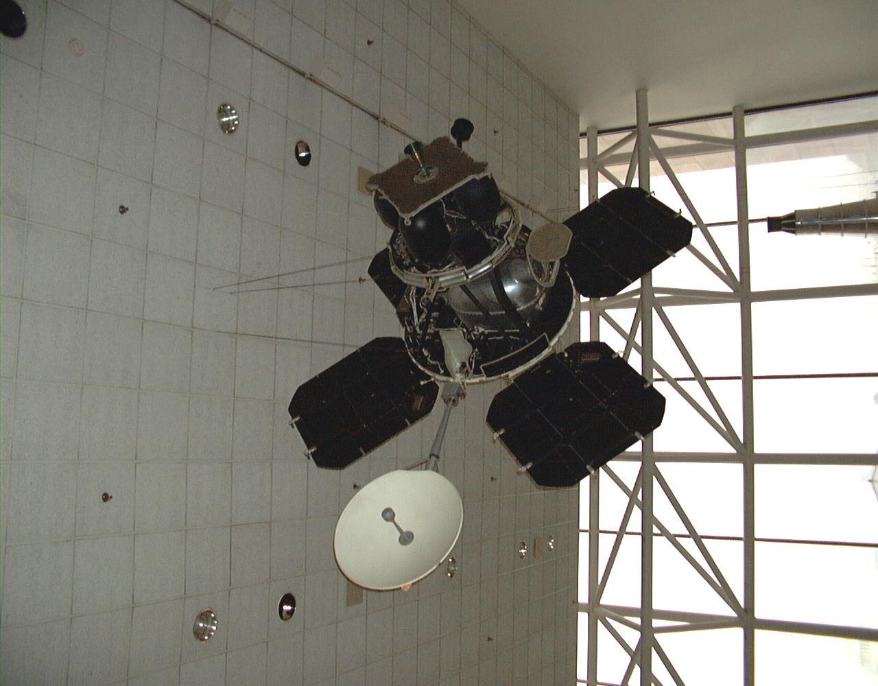 Image of : Lunar Orbiter, Engineering Mock-up