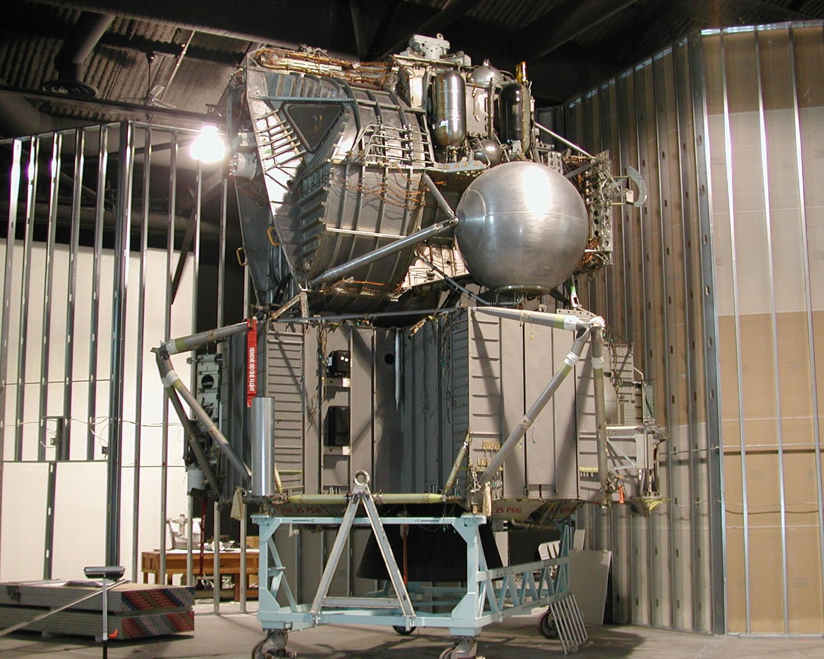 lunar module in space - photo #38