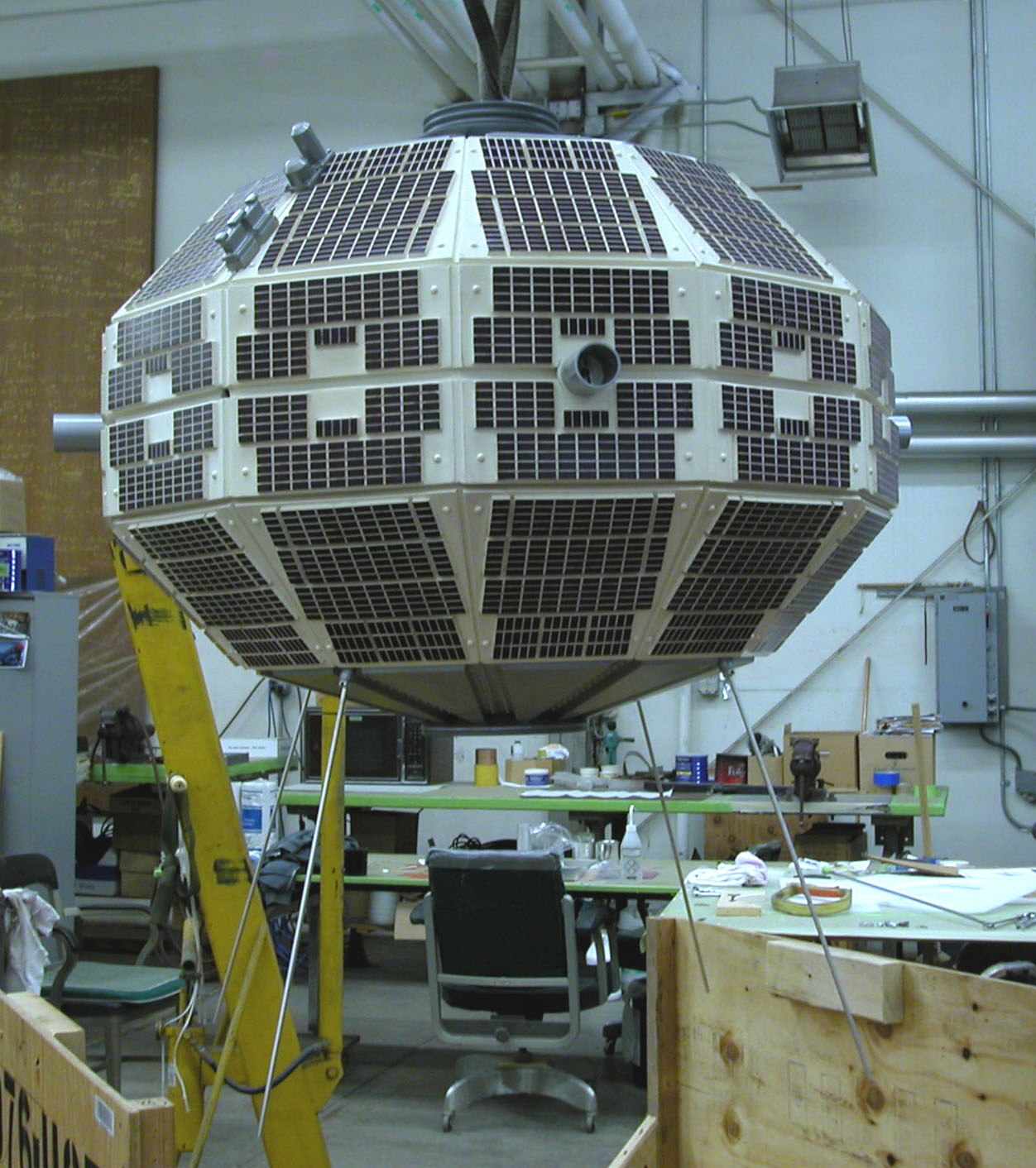 Image of : Satellite, Alouette, Model