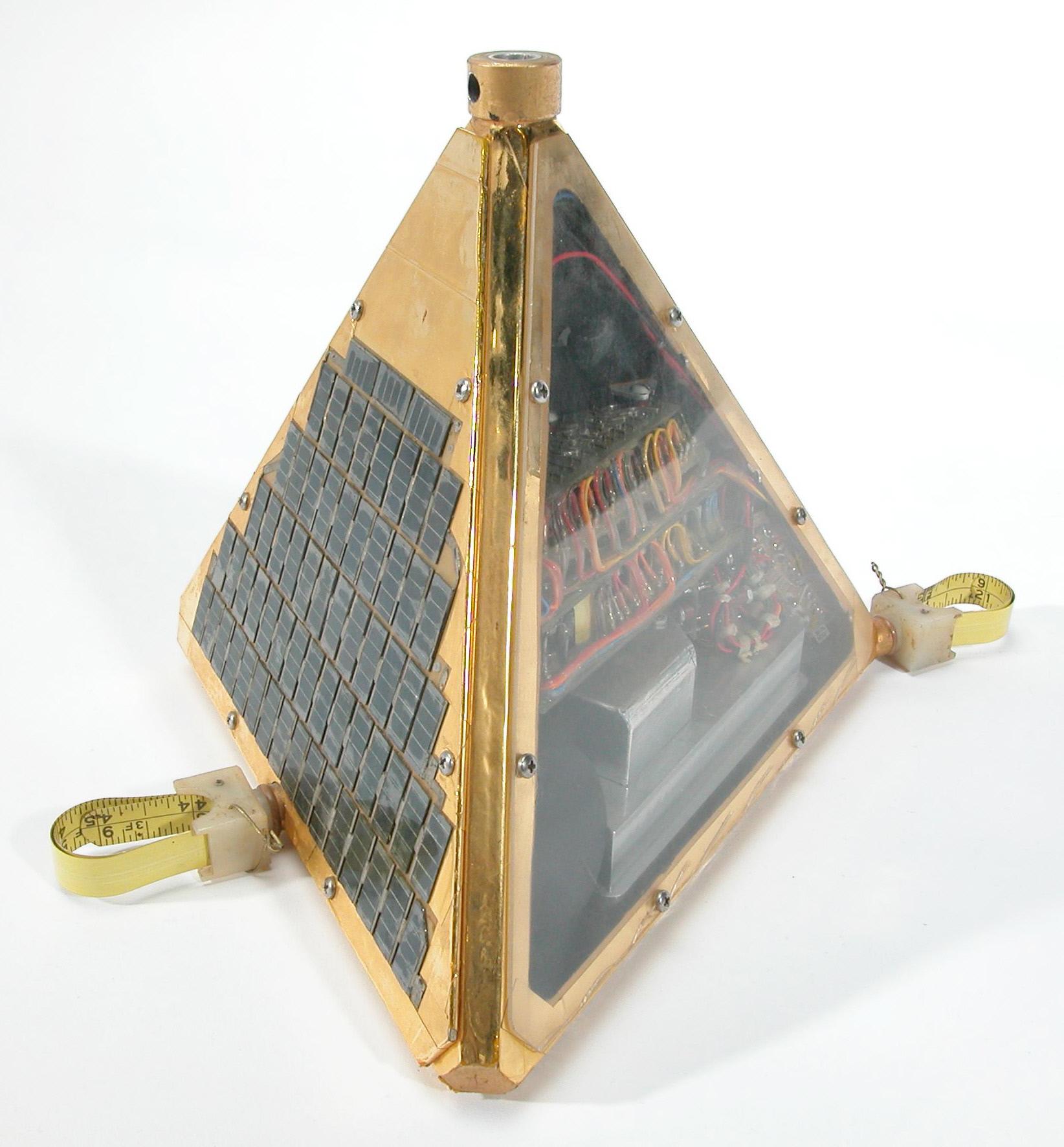 Image of : Satellite, TRS II, Prototype
