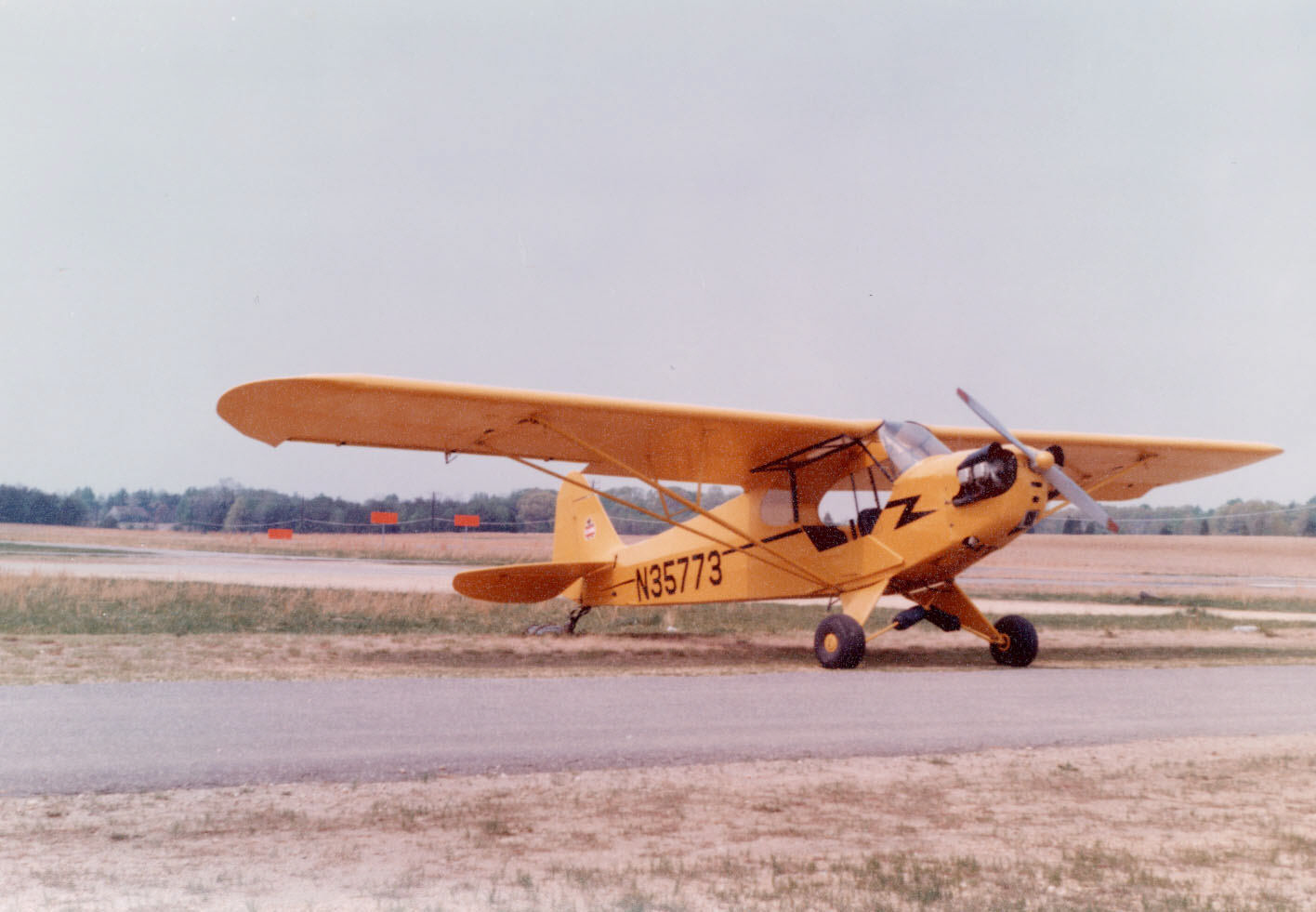 Image of : Piper J-3 Cub